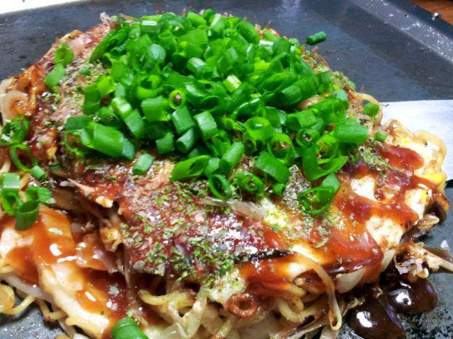 広島菜キムチ、いか天、肉玉そば!(^-^)v  広島菜のシャキシャキといか天のカリカリ感がたまらく美味しかったです~ - 32件のもぐもぐ - 広島菜キムチ&いか天いり~お好み焼き by shelleell