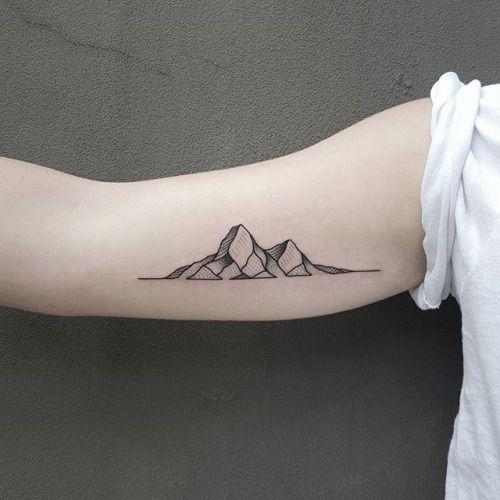 Borá subir a montanha? Inspiração de tatuagens de montanha para os nossos corpinhos.