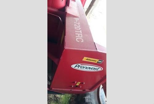 Pronovost P 720TRC Snow Blower for sale by owner on Heavy Equipment Registry  http://www.heavyequipmentregistry.com/heavy-equipment/15233.htm