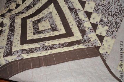 лоскутное одеяло `Кофе с молоком`. лоскутное одеяло из натуральных тканей - бязь,лен двух цветов,желто-коричневая цветовая гамма, машинная стежка, декоративная строчка.Оказывается использование льняной ткани предупреждает множество заболеваний, так…