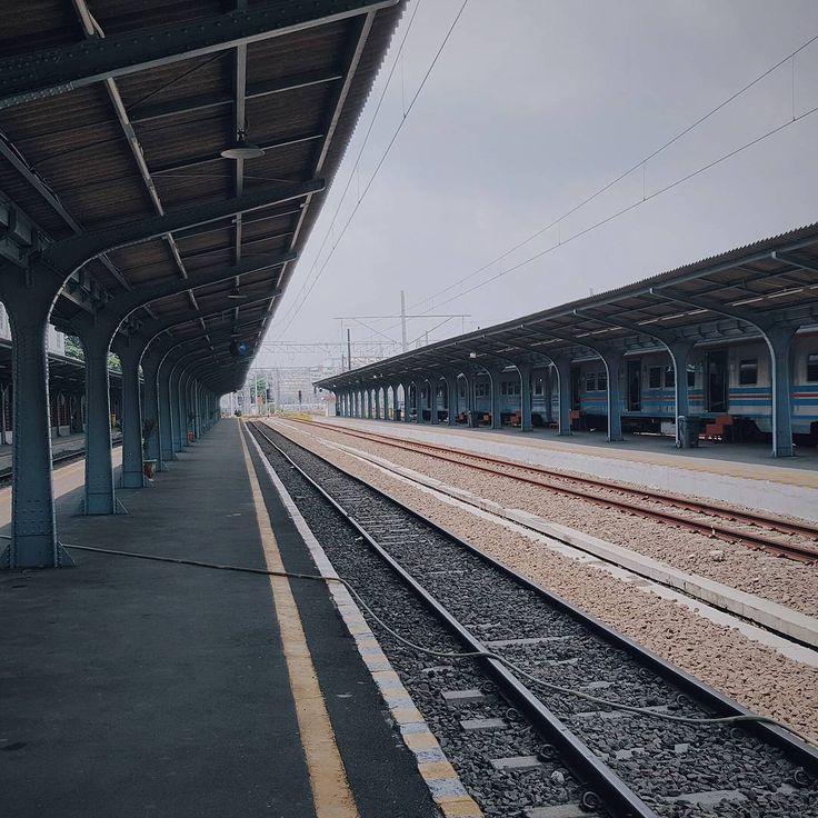 Listen carefully. The silence is beautiful. . . #picoftheday #art #photooftheday #photography #vscocam #vscocam #love #instamood #like4like #tagsforlikes #jakarta #city #train #station #streetphotography http://tipsrazzi.com/ipost/1508677065812744408/?code=BTv5cxMjBjY