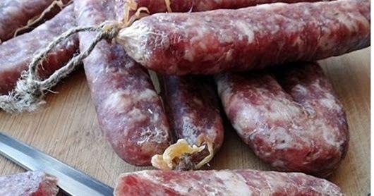 Хочу поделится опытом в приготовлении домашних колбас. Речь пойдет не о купатах или жареной домашней колбасе, а о сыровяленой.