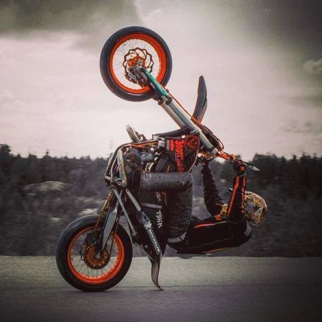 Supermoto Wheelie This Looks Like It Could End Painfully