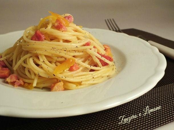 Gli spaghetti zafferano e pancetta sono un primo un piatto facile da preparare, pronto in un batter d'occhio e pieno di gusto. Una ricetta da annotare.