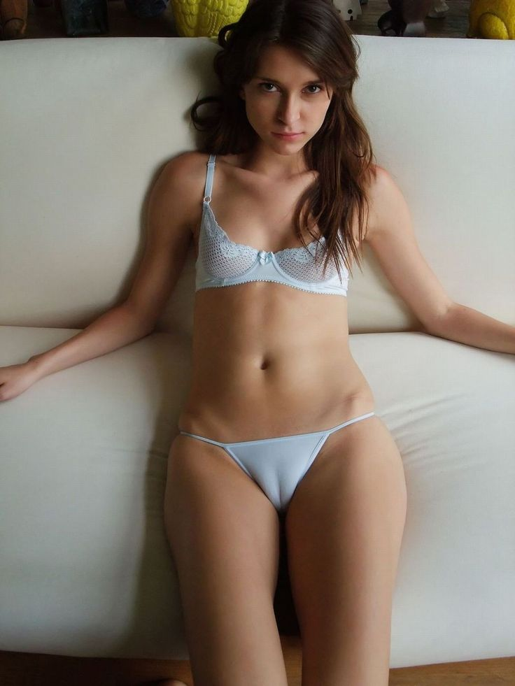 hot-girl-naked-with-camel-toe