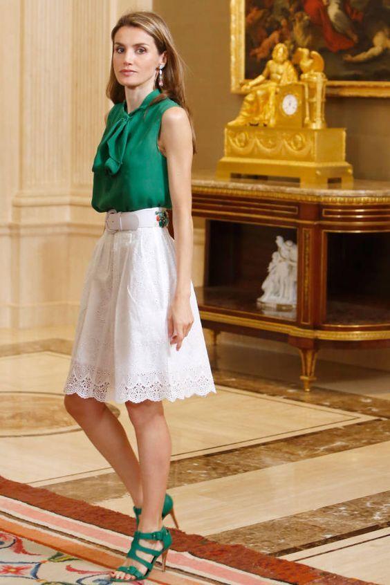 Duas semanas atrás, mostrei para vocês o estilo da Rainha Rania da Jordânia, com seu estilo elegante e moderno! Hoje vou falar da Rainha Letizia da Es...