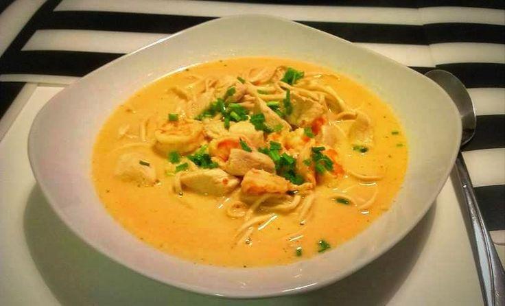 Do przygotowania zupy potrzebujemy:     pierś z kurczaka   krewetki ( najlepiej świeże)   makaron noodle   bulion drobiowy   2 puszki...