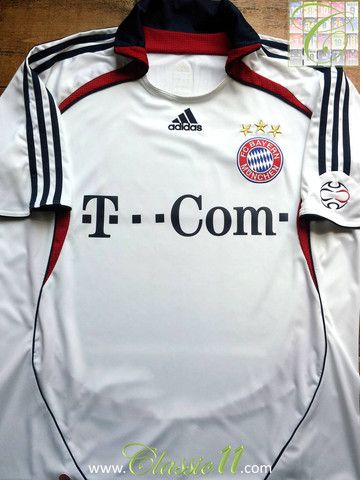 Relive Bayern Munich's 2006/2007 season with this vintage Adidas away football shirt.