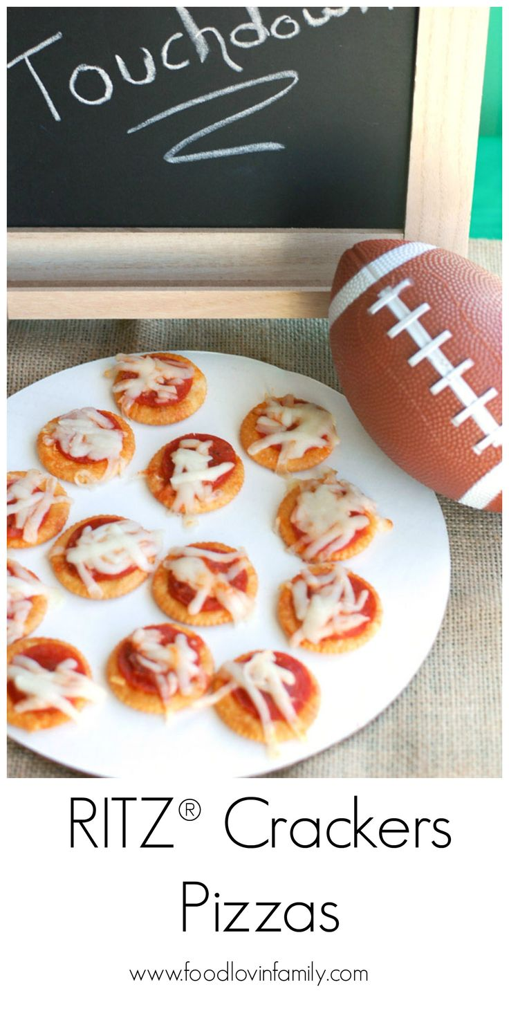 RITZ® Crackers Pizzas | #ad #ScoreMoreFans www.fo…