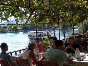 #Otel #Oteller #OtelRezervasyon - #Muğla, #Ortaca - Likya Pansiyon Ortaca - http://www.hotelleriye.com/mugla/likya-pansiyon-ortaca -  Genel Özellikler Restoran, Bar, 24-Saat Açık Resepsiyon, Bahçe, Emanet Kasası, Isıtma, Klima, Restoran (alakart), Güneş Terası Otel Etkinlikleri Balık tutma, Barbekü Olanağı, Dalış, Şnorkelle Dalma Otel Hizmetleri Araba Kiralama, Tur Danışma, Transfer Servisi (ücretli) İnternet Bağlantısı İntern...