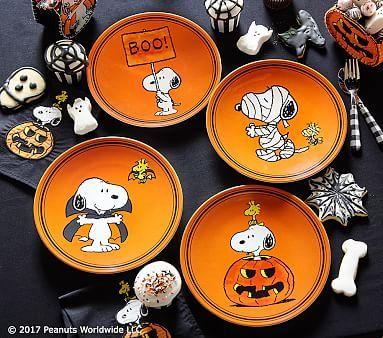 Charlie Brown<sup>®</sup> Halloween Plates