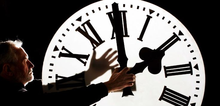 Physicists Demonstrate That Time Can Actually Travel In A Reverse Direction Under The Right Conditions