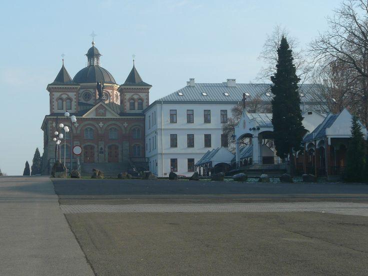 """Kościół """"na Górce"""" i Dom Macierzysty Zgromadzenia Świętego Michała Archanioła"""