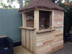 Here we go with another wonderful outdoor bar project that is made by re transforming the wood pallets and making this unique and very useful wood pallet bar with it.