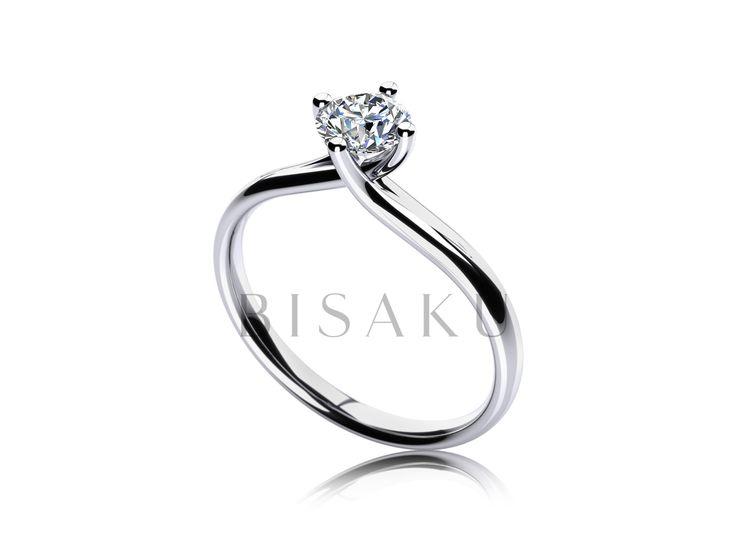C13 Zásnubní prsten, který zaujme svojí jemností, hraničící s křehkostí. Kamínek drží ve svém objetí čtyři, křížící se krapny, které kámen vyzdvihují do příjemné výšky. Důraz na detail vás nadchne od prvního okamžik. #bisaku #wedding #rings #engagement #svatba #zasnubni #prsteny