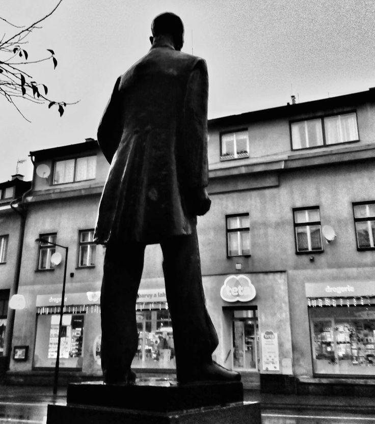 Teta a strejda #mobilephotography #blackandwhite #blackandwhitephotography #citylife #city #zeleznybrod #masaryk #statue #instadialy #insta_czech #igraczech #igers #igerscz #czech_world #czech #czechrepublic