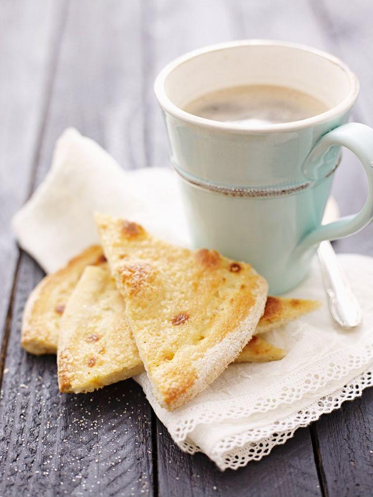 Hefefladen mit Zucker-Creme | Zeit: 35 Min. | http://eatsmarter.de/rezepte/hefefladen-mit-zucker-creme