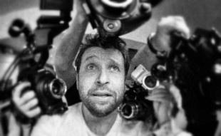 http://philipbloom.net/    Engelsk Philip Bloom fortæller og anmelder mange forskelligere kameraer og udstyr på et højt niveau.
