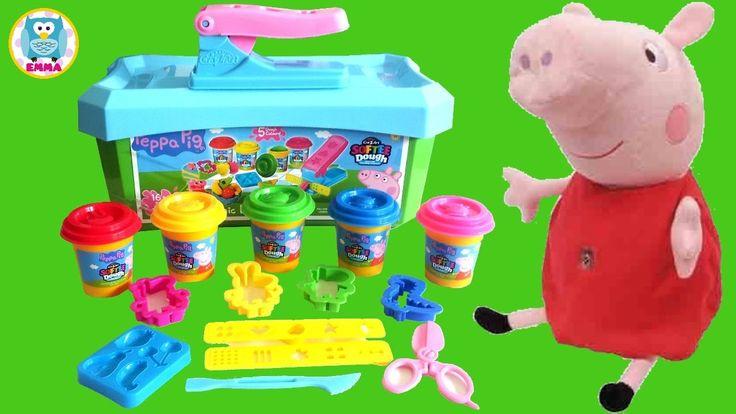EMMA hace un Unboxing de la Caja de Picnic Playset 2016 de Peppa Pig con Plastilina (Play Doh) ayudada por la Muñeca interactiva Peppa. Con este Juguete de Peppa Pig se pueden realizar los personajes de Pepa y sus amigos, Frutas y muchas formas para divertirse con la masa de moldear. Veremos cómo las hace Emma con la plastilina de 5 colores distintos y aprenderemos los colores y los números.  Suscríbete al canal para no perderte ningún vídeo, es gratis ▶︎https://goo.gl/jVeZF9