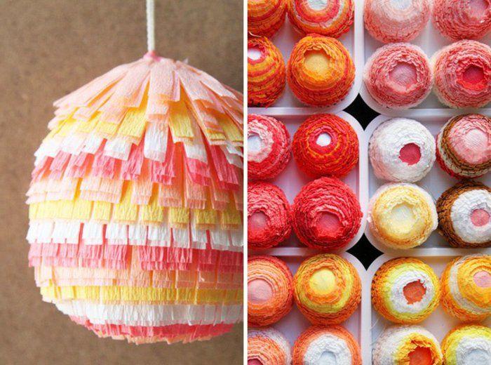 des oeufs multicolores, décorés de papier crépon, idée comment fabriquer une pinata pour Paques