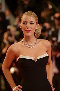 FashionTV Romania | Diamante smaralde rubine safire aur roz cerceii de covor roșu de la Cannes sunt luxul... | Fashiontv Cannes 2014