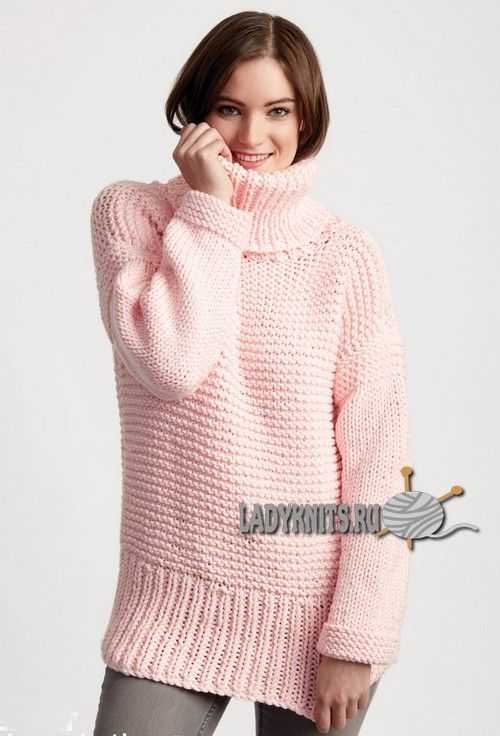 Вязаный спицами простой свитер оверсайз из толстой пряжи, описание