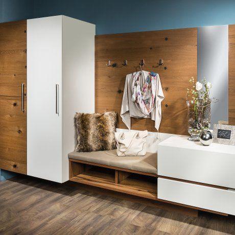 Vorzimmer mit Garderobenpaneel und Sitzfläche   P.MAX Massmöbel - Tischlerqualität aus Österreich