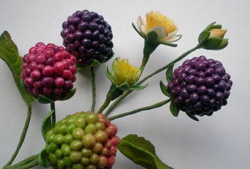 Sugar paste blackberries