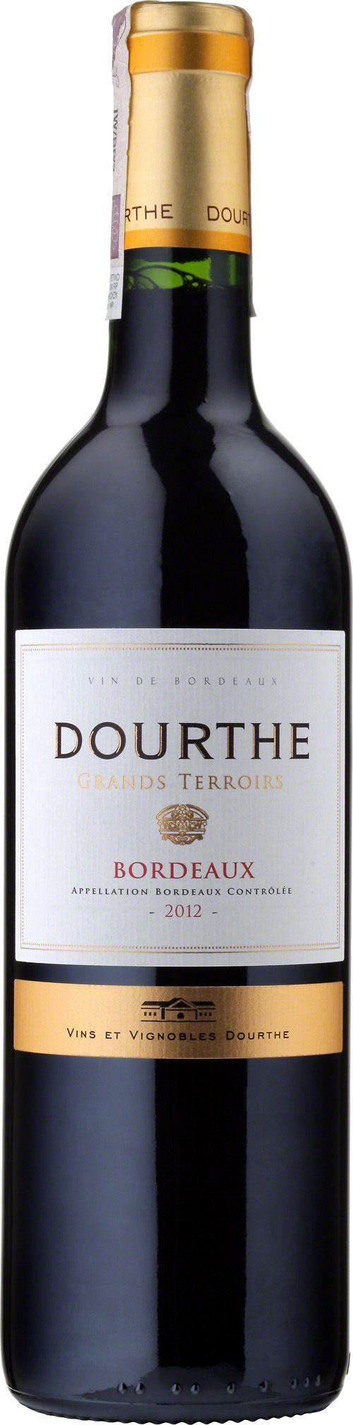 Grand Terroirs Bordeaux A.O.C. Doskonałe wino francuskie z Bordeaux, do produkcji którego wykorzystywane są winogrona merlot i cabernet sauvignon. Posiada czerwoną barwę z granatowymi refleksami. Bukiet ujawnia delikatne aromaty czerwonych owoców. W smaku eleganckie, dobrze wyważone, zaokrąglone z jedwabistymi taninami. Doskonałe do łączenia z wędlinami, wołowiną, wieprzowiną, drobiem, warzywami oraz serami. #Wino #Bordeaux #Winezja