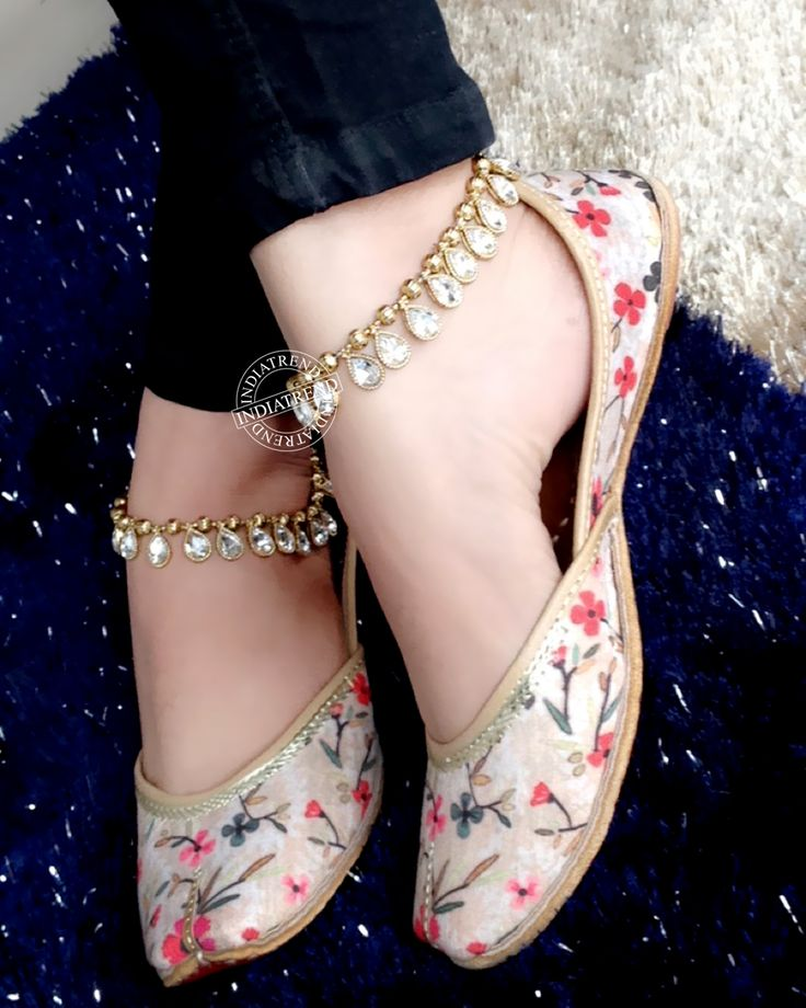 Dancing Flowers Jutti  and Aarohi Anklet Payal By indiatrendshop.com