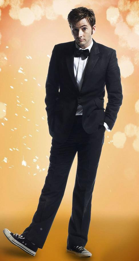 David Tennant - bowtie, suit and Converse. | David Tennant ...