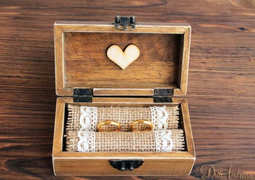 Rustic jewelry box.Ring Bearer Box, wedding ring box, wooden jewelry box, Burlap