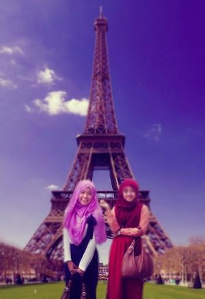 #EifelTower #IndonesianGirls #Hijabers