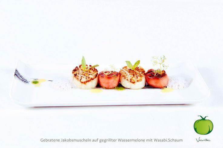 Gebratene Jakobsmuscheln mit gegrillter Wassermelone an Wasabischaum   Fried scallops with grilled watermelon on a wasabi foam