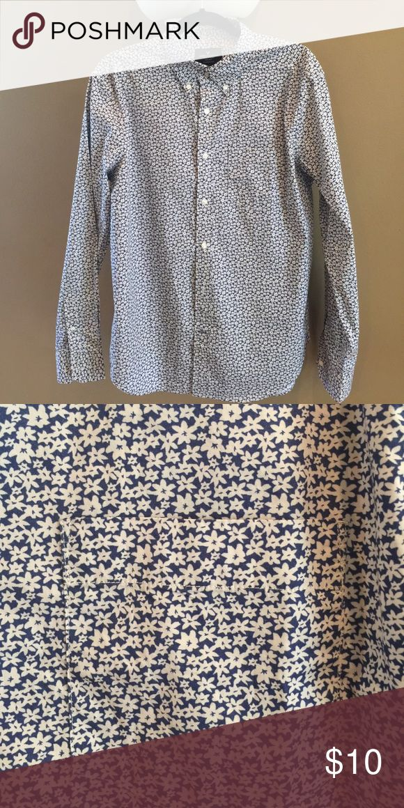 Men's American Eagle Casual Button Down Shirt Men's American Eagle Casual Button Down Shirt Excellent Condition Flower Print American Eagle Outfitters Shirts Casual Button Down Shirts