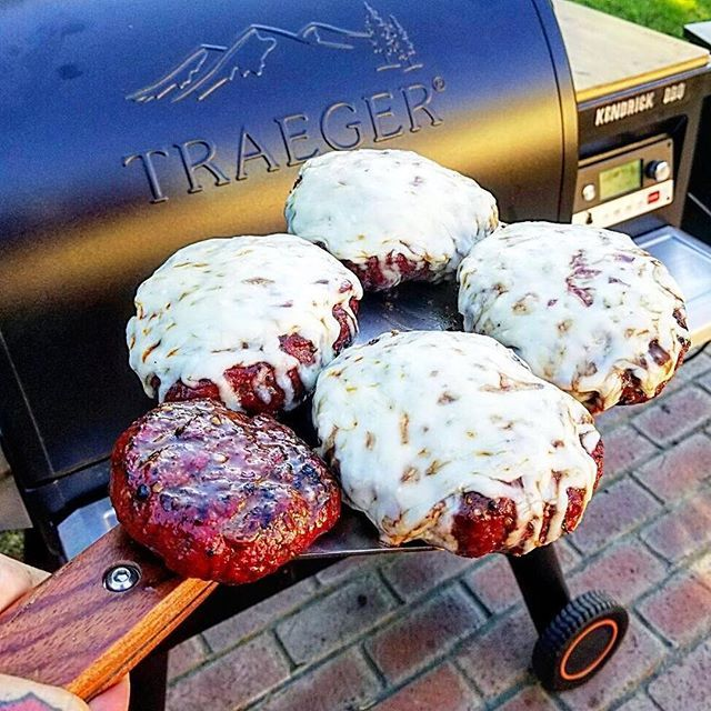 You only need one hand to carry five massive smoked burgers with our Large Cut Meat & Fish Spatula. @kendrick_bbq ⠀ Get one at a dealer near you or order online with the link in bio.⠀ ------------------------------------------⠀ #Traeger #TraegerGril