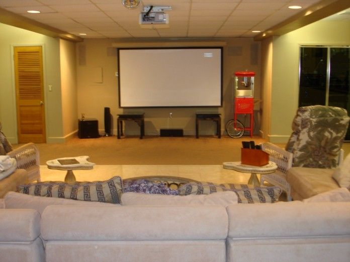Small Theater Room Ideas | Cozy Home Theater Room Design Idea With Whiet  Sofa, Small