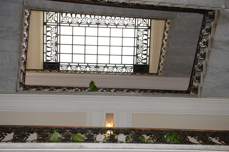 Scorcio prospettico scala con velario interno Grand Hotel & La Pace - Arte Liberty - # La Pace # Montecatini Teme