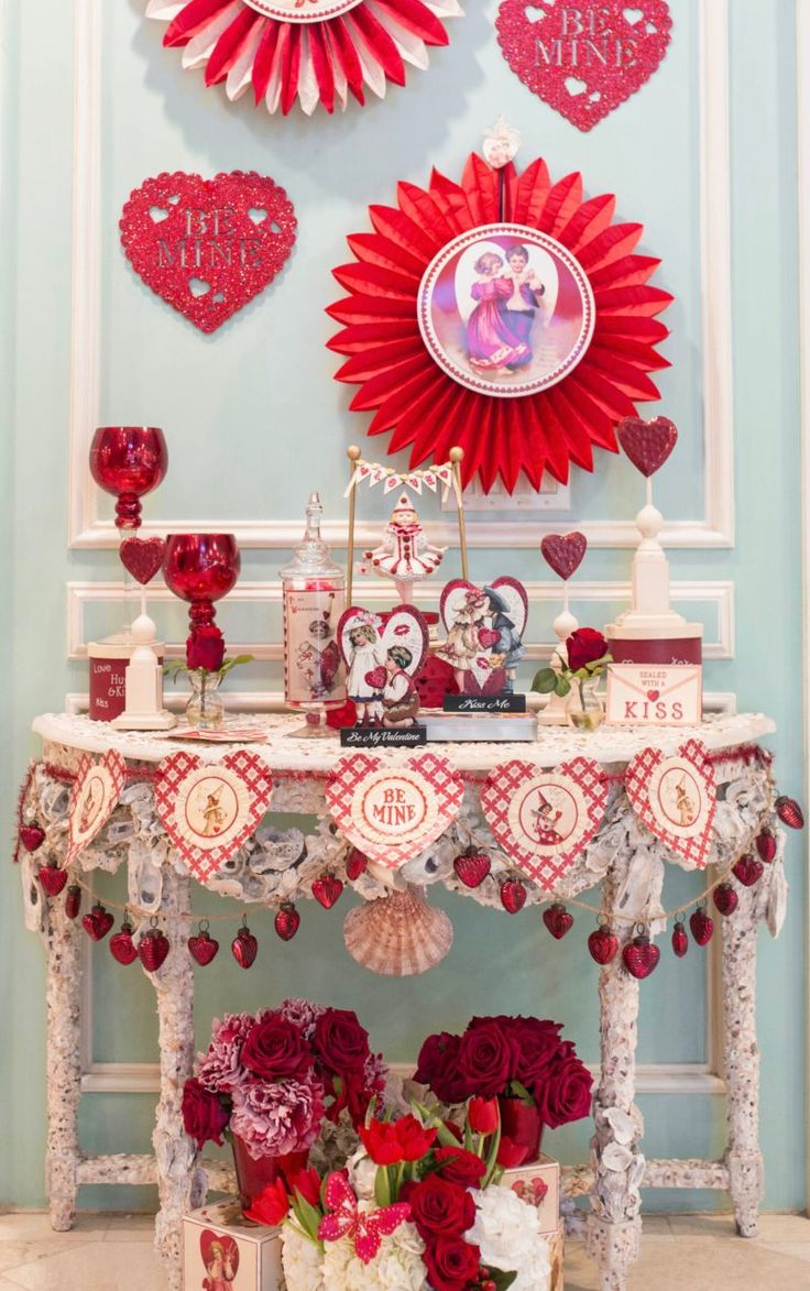 The wait is over...Valentine's Decor is finally here! Come see how we decorated our entryway and you'll feel all of the love over at Turtle Creek Lane!