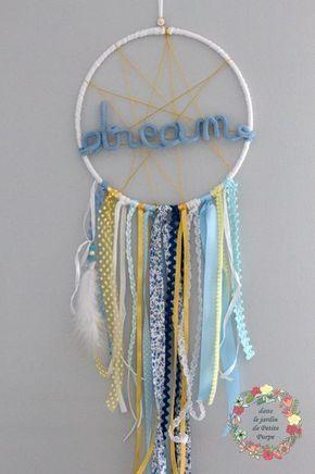 Attrape rêves - Capteur de rêves - Dreamcatcher Dream Style boho chic, tons vieux bleu et jaune rubans liberty, plumes, perles Swarovski. Mot en laine. Déco mariage, salon, chambre.