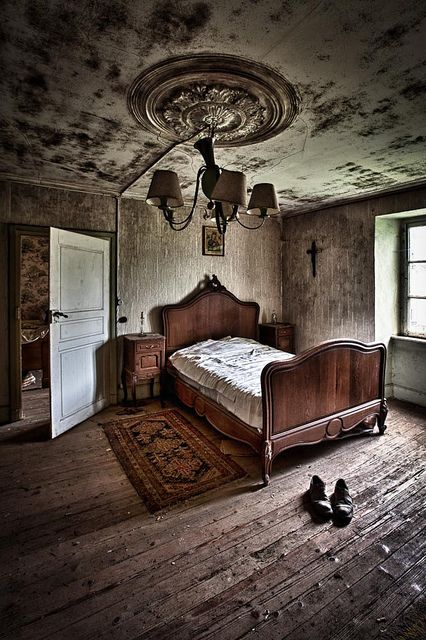 The Abandoned Homestead........THIS GUY LEFT SO FAST THAT HE DIDN'T EVEN HAVE TIME TO PUT HIS SHOES ON............ccp