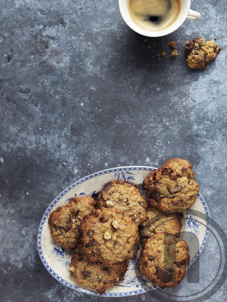 Cookies med hasselnødder og mælkechokolade