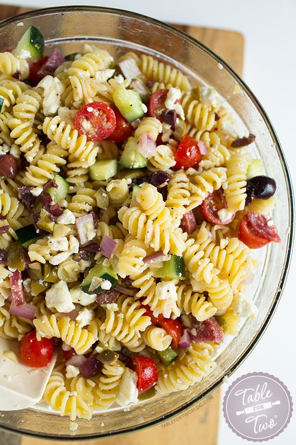 This chilled Mediterranean pasta salad comes together in no time! Can't get enough of this.