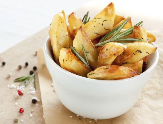 """750g vous propose la recette """"Potatoes maison"""" notée 4.3/5 par 97 votants."""