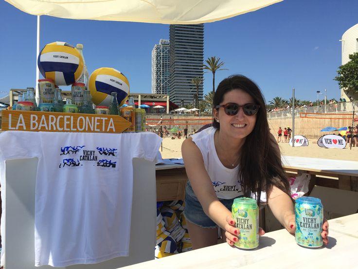 https://flic.kr/p/upkSeL | Azafata del evento #VCHVoley, en la playa de Nova Icària Barcelona