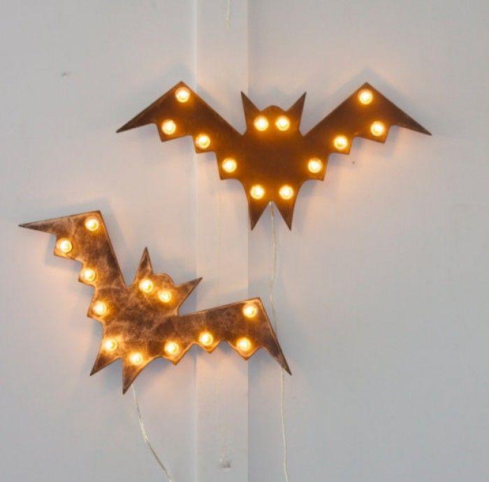 vleermuizen met kerstverlichting. leuk voor Halloween en voor op de jongenskamer