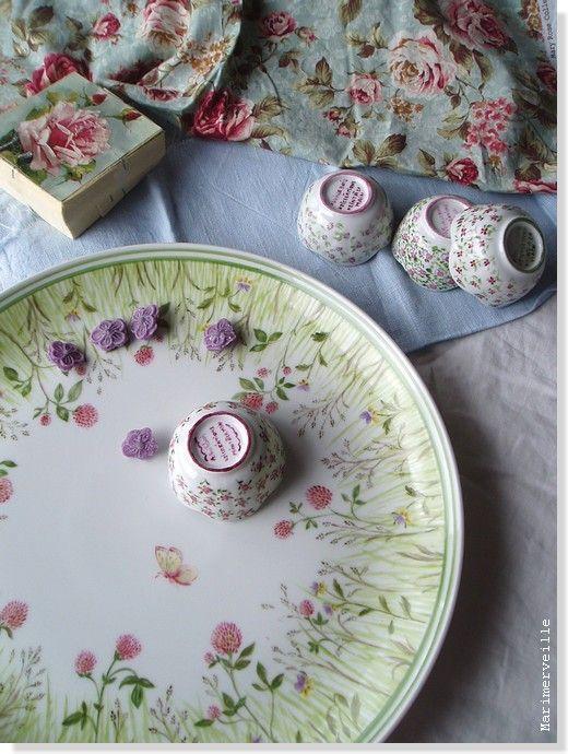 © Marimerveille - peinture sur porcelaine (cuisson haute température) Plat aux herbes folles et petits bols