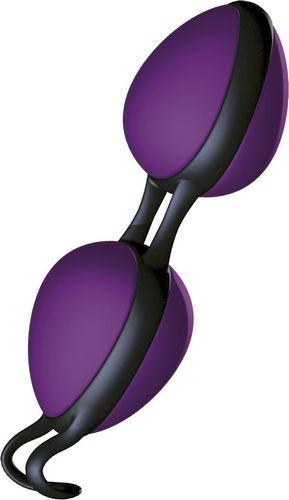 Joyballs Secret - lilla-sort fra Joydivision - Sexlegetøj leveret for blot 29 kr. - 4ushop.dk - De ultimative Joyballs Secret er måske de meste diskret kærlighedskugler der findes. Ikke blot har de et usædvanligt design men er også yderst effektive når bevægelserne fra de indvendige kugler sendes ud i din krop. Den unikke håndtag er beregnet til at blive båret indvendigt, hvorfor du kan gå med dine Joyballs Secrets overalt, hvorved de styrker de vaginale muskler.