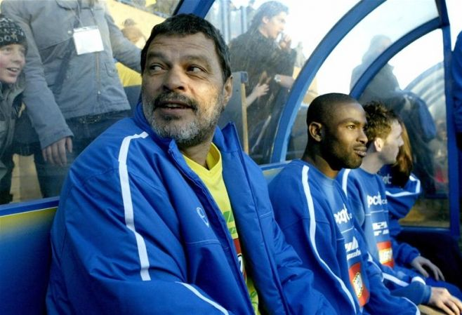 Socrates on the bench of his last club Garforth Town, 2004.