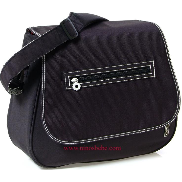El interior de este bolso esta perfectamente organizado, con bolsillos elásticos y con cremalleras tanto en el interior, como en el exterior. El fondo del bolso tiene unos protectores que le permiten asentarse en el suelo sin que se vuelque. Tiene un bolsillo exterior con cremallera para las toallitas humedas del bebe. Cómpralo en: http://www.ninosbebe.com/tienda/Bolsos/gr8x/Bolso-SATCHEL-NG.html#cont